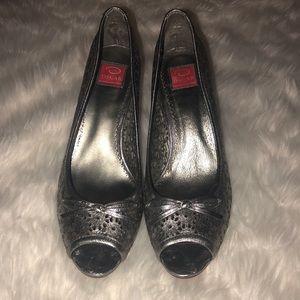 NWOT Oscar de la renta silver cut out High heels